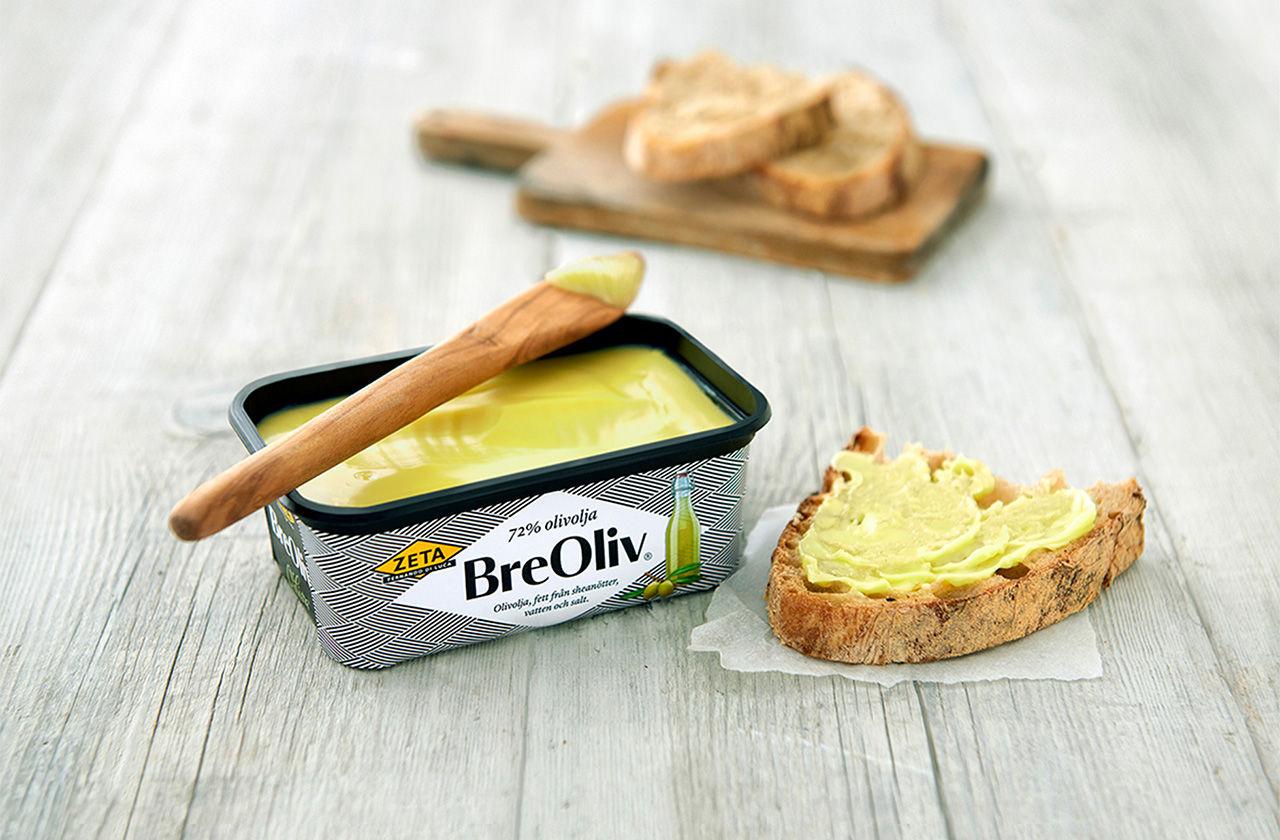 Bre olivolja på mackan