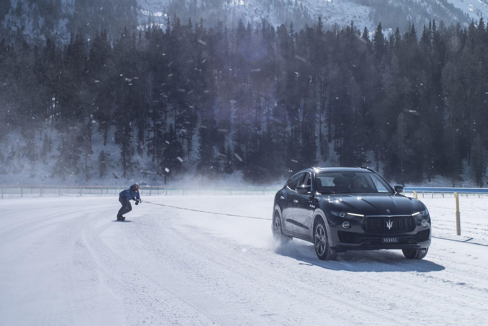 Nytt världsrekord på snowboard bakom bil