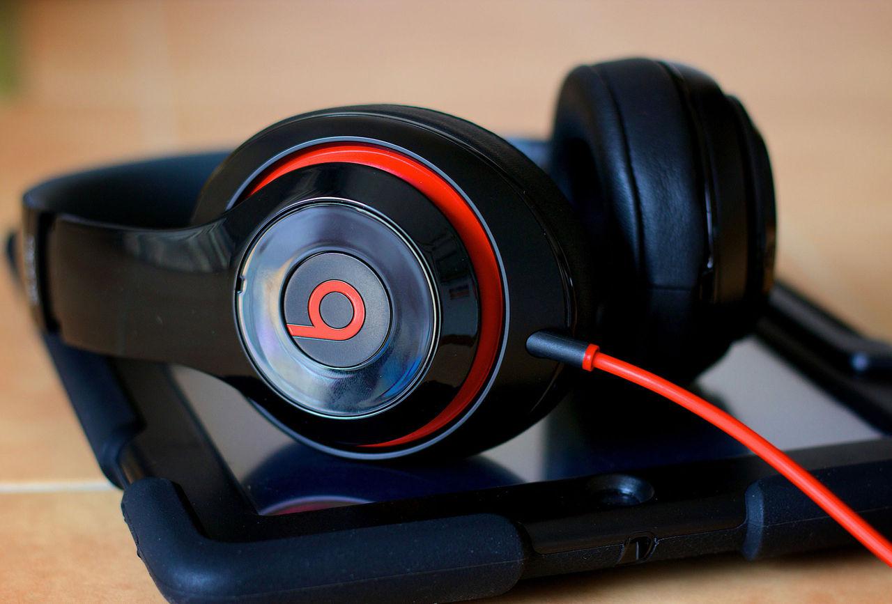 Apple ryktas utveckla nya hörlurar