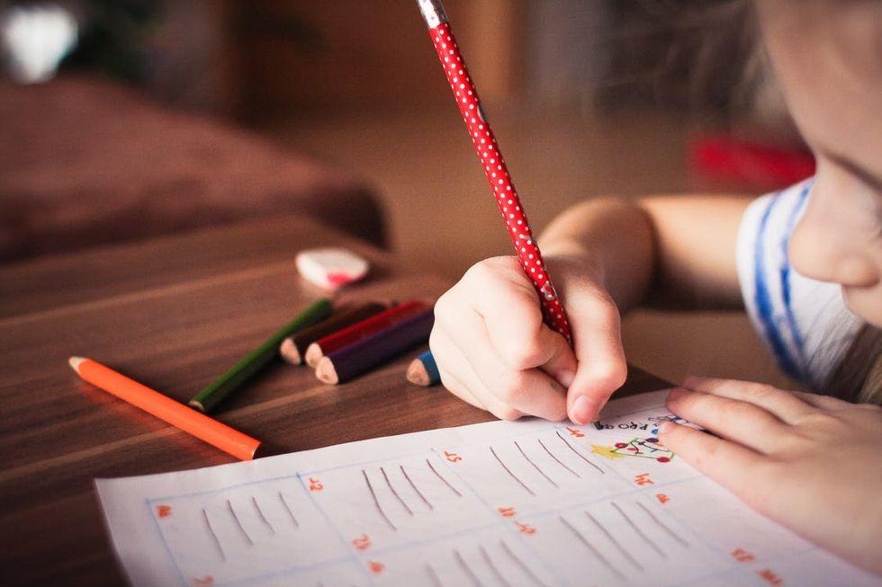 Läkare varnar för att barn har svårt att greppa pennor