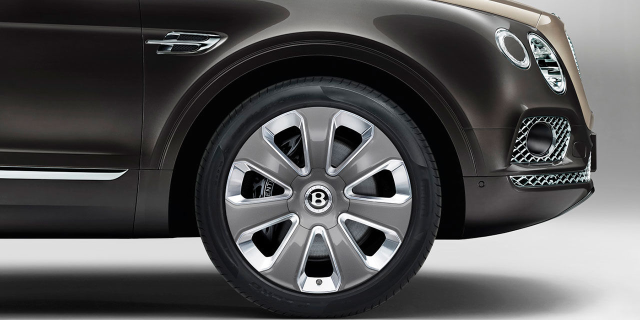 Bentleys överraskning är Bentayga som hybrid