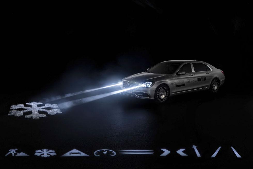 Mercedes visar smarta strålkastare
