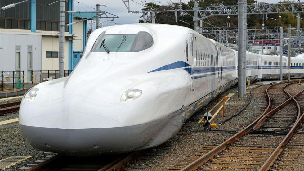 Japan visar upp ny modell av sitt snabbtåg