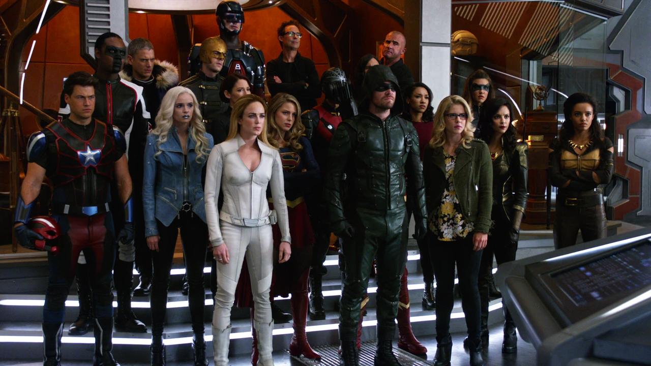 CW beställer nya säsonger av 10 serier