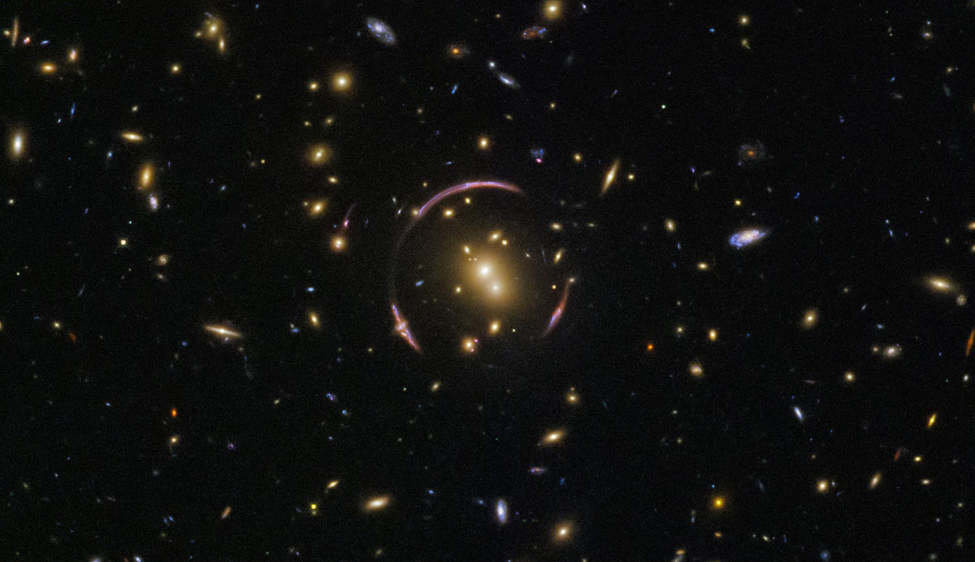 Hubble hittar en ny Einstein-ring