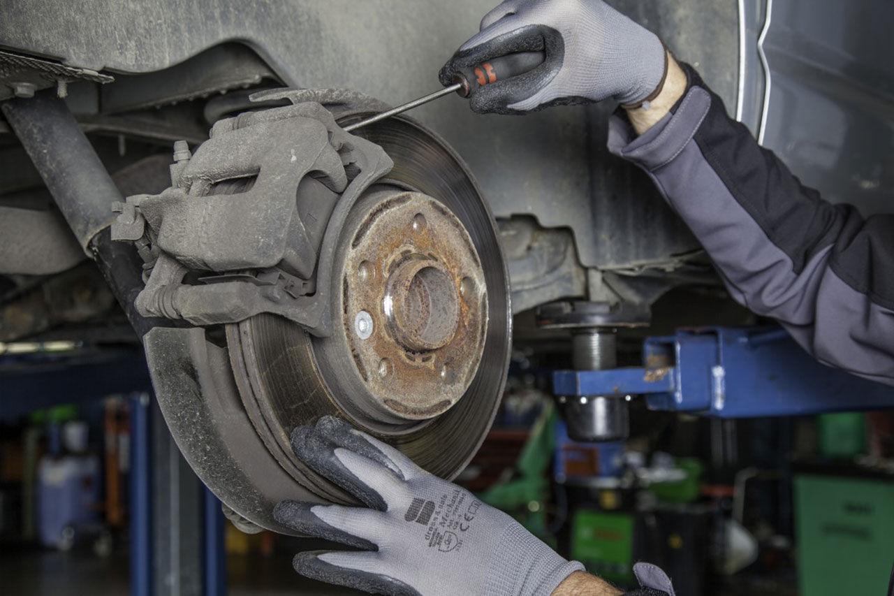Mycket reparationsslarv hos bilverkstäderna