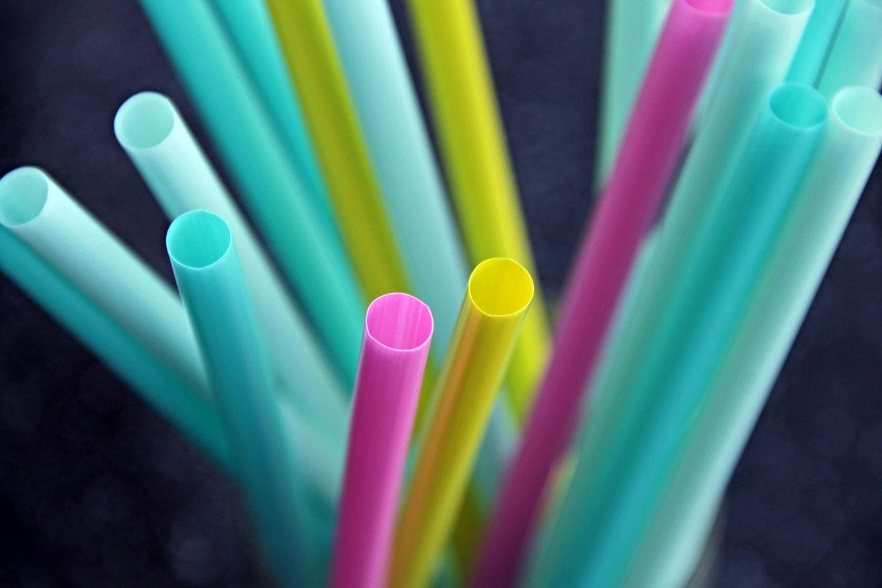 Storbritannien kommer att förbjuda sugrör i plast