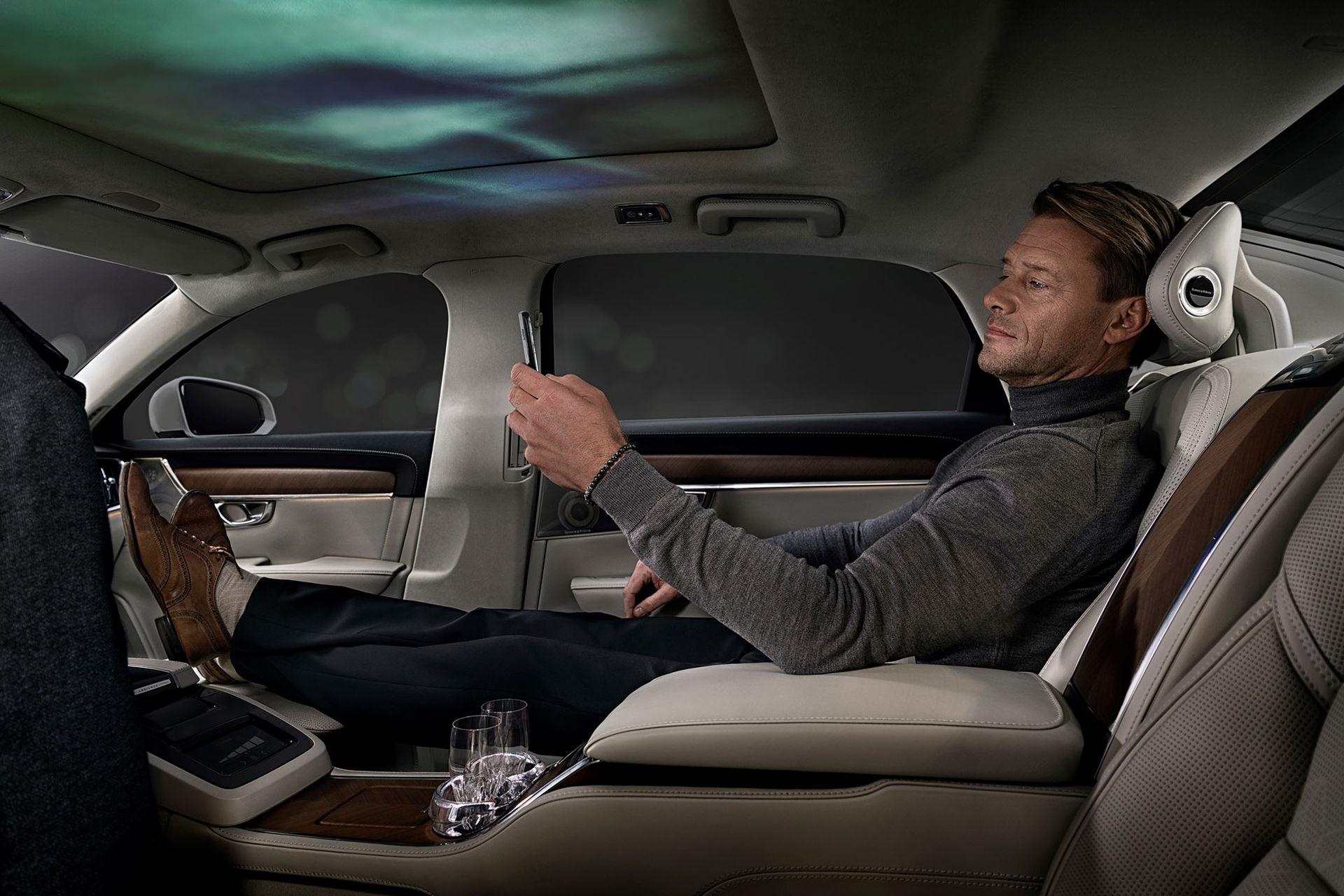 Volvo lyxar till S90 med bild, ljud och doft