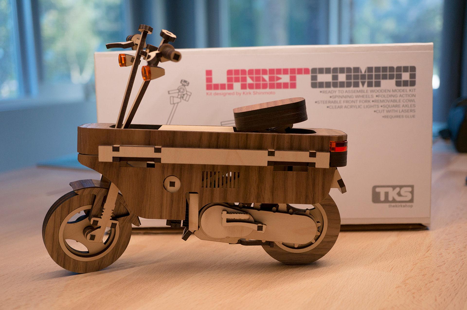 En Honda Motocompo i laserskuret trä