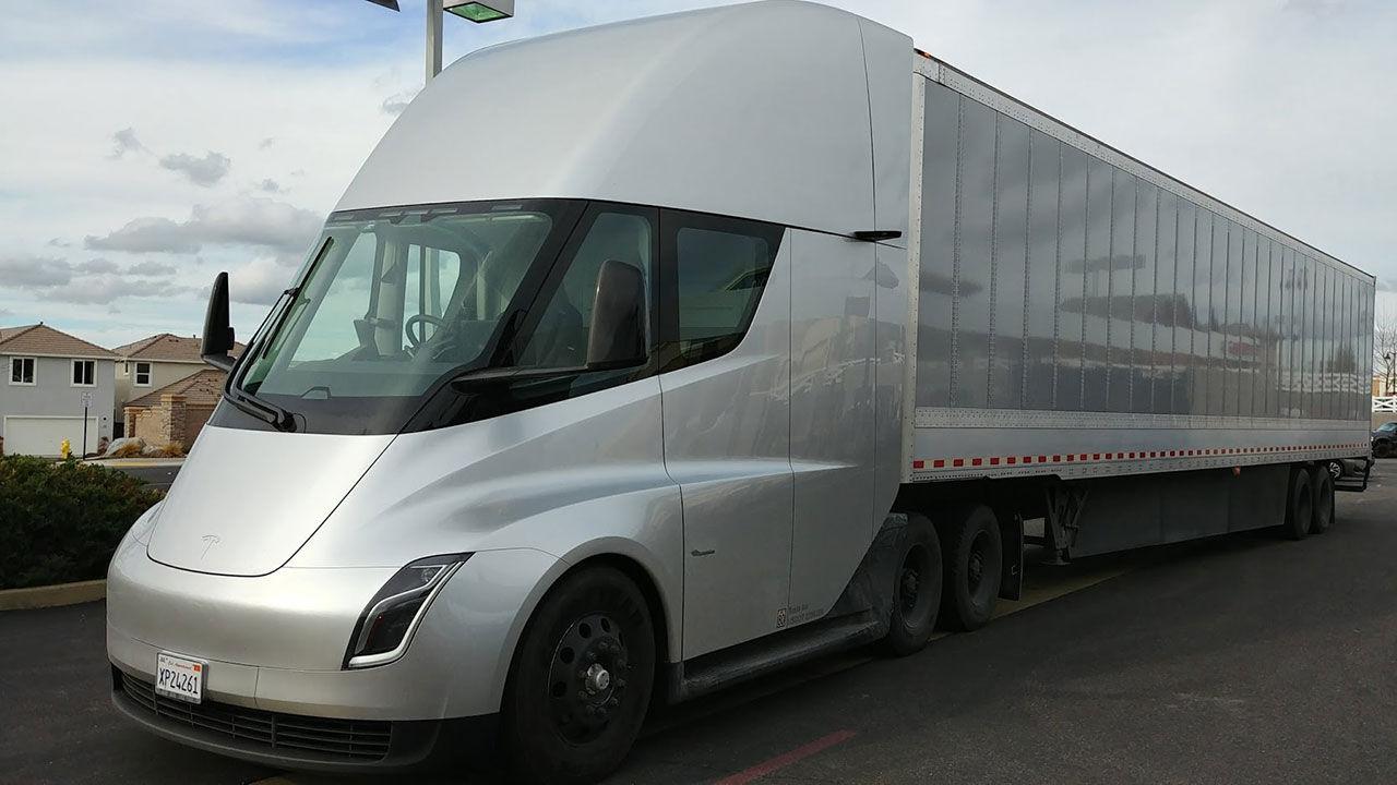 Teslas lastbil ska ha en räckvidd på upp till 96 mil