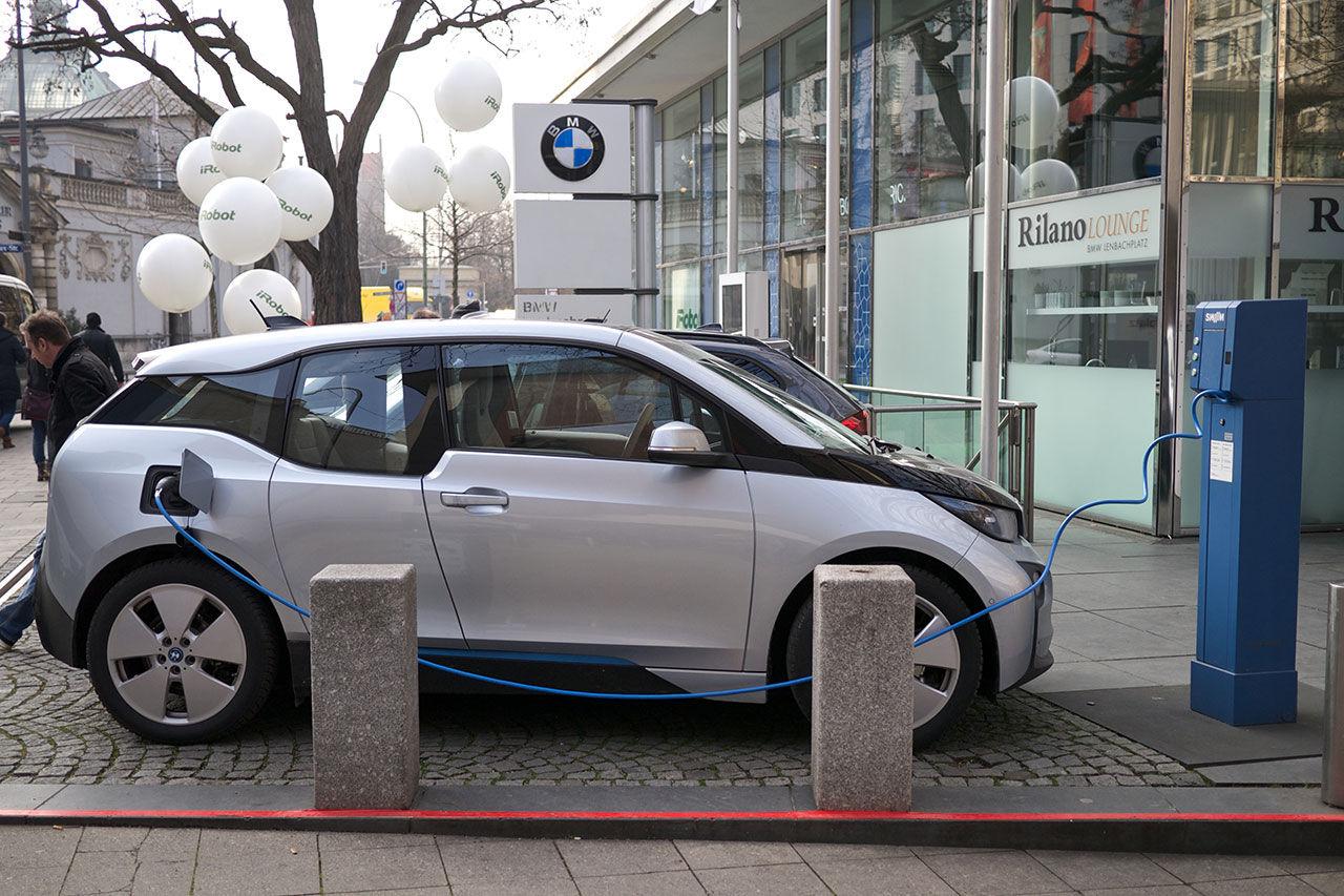 Nu finns det fler laddbara bilar i Tyskland än i Norge