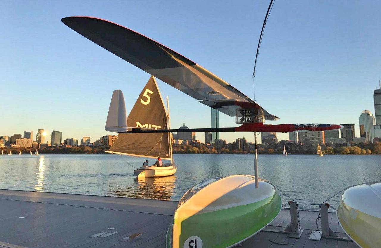 MIT utvecklar drönare som kan flyga och segla