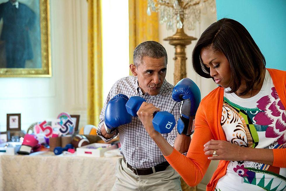 Barack och Michelle Obama ska göra grejer för Netflix