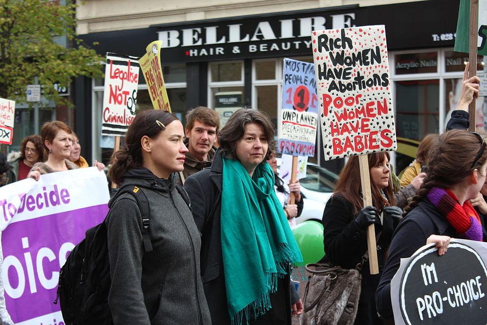 Irland röstar ja till ny abortlag