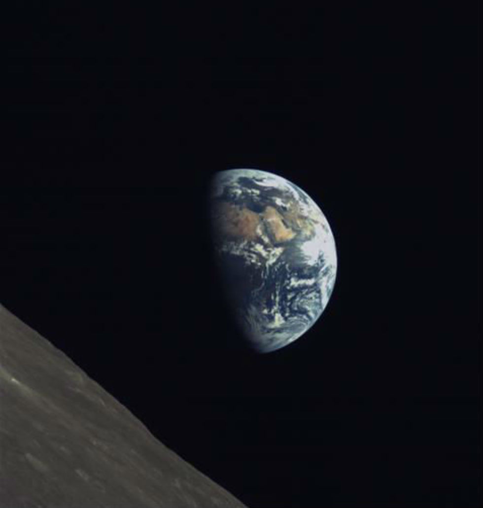 Kinas Queqiao-satellit framme vid månen