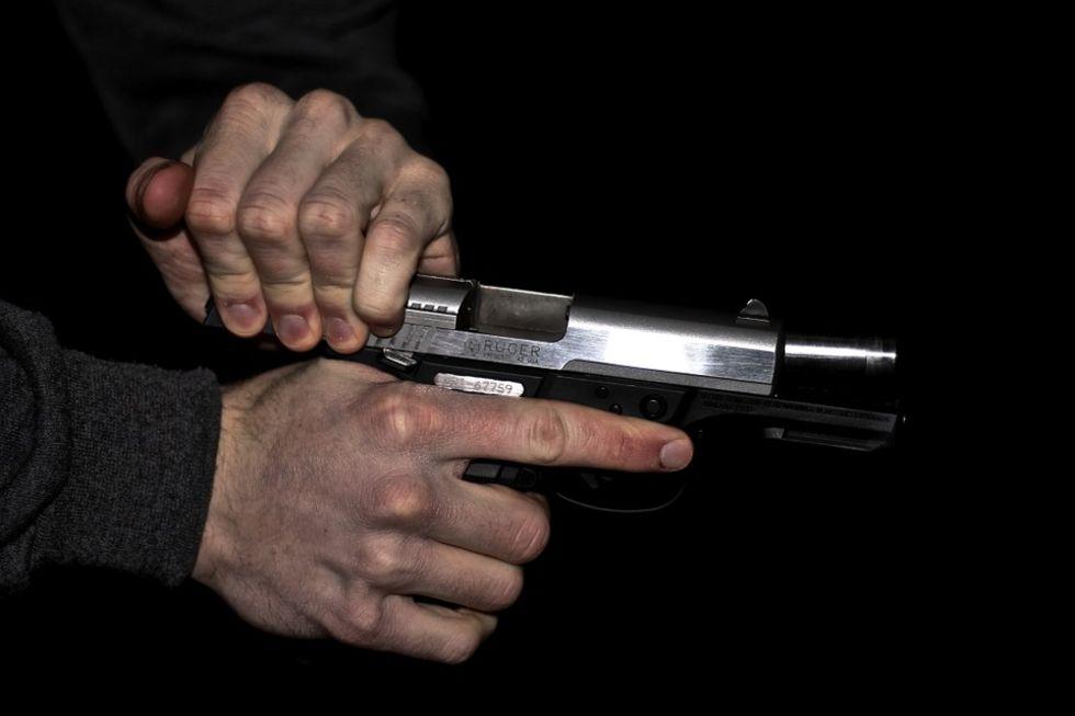 Snubbe försökte pistolråna annan snubbe på domännamn