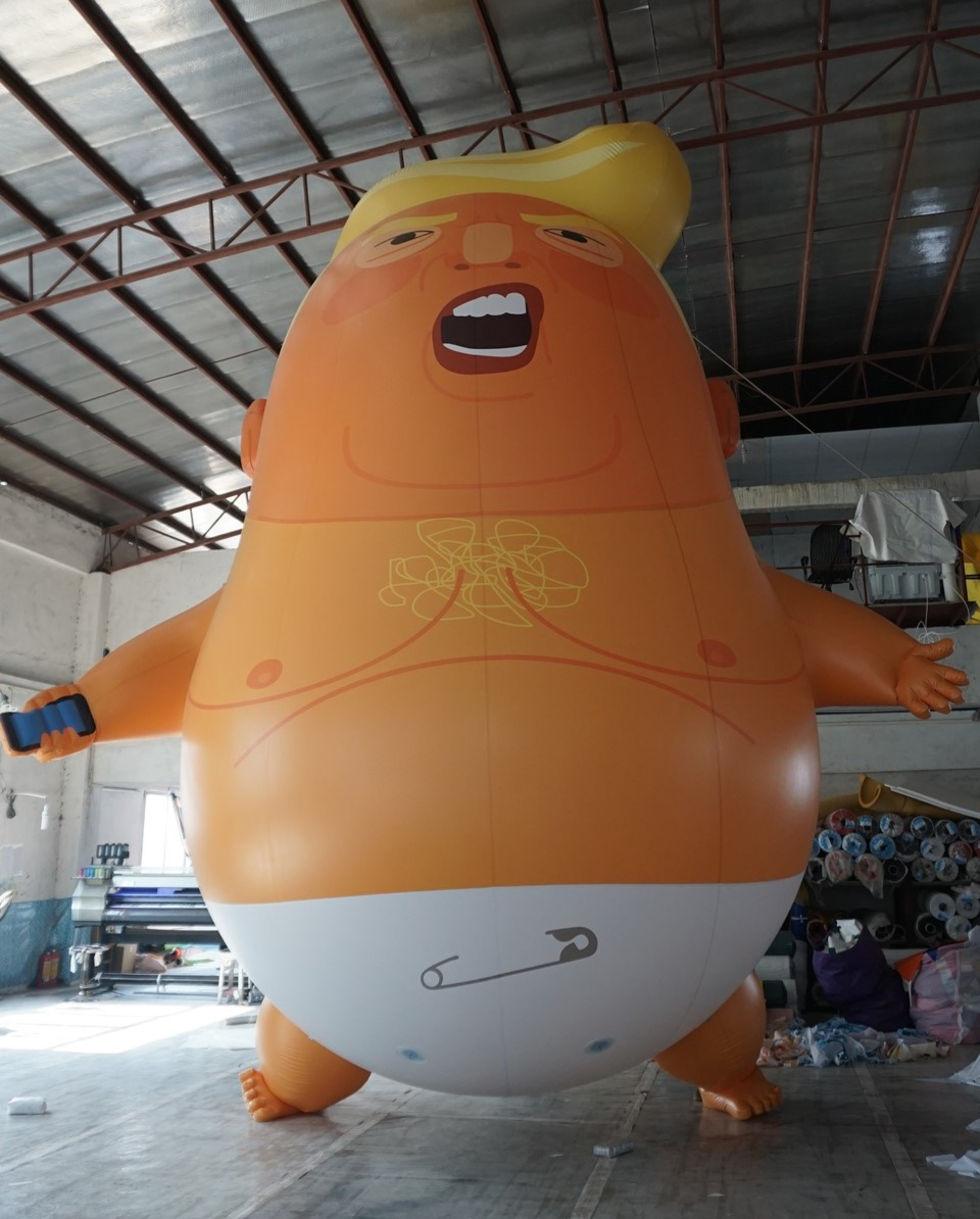Trump välkomnas till London med en jätteballong