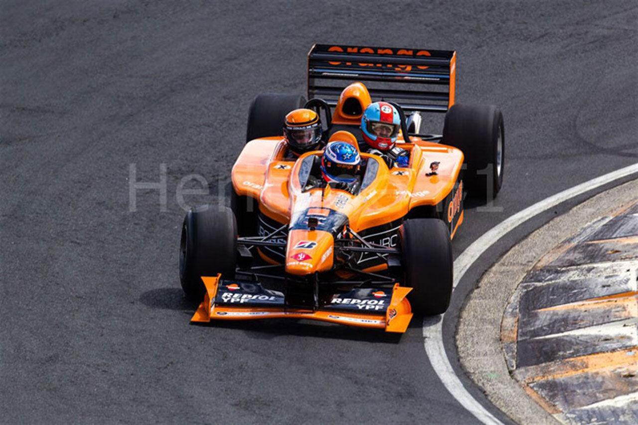Köp en Formel 1-bil med plats för tre