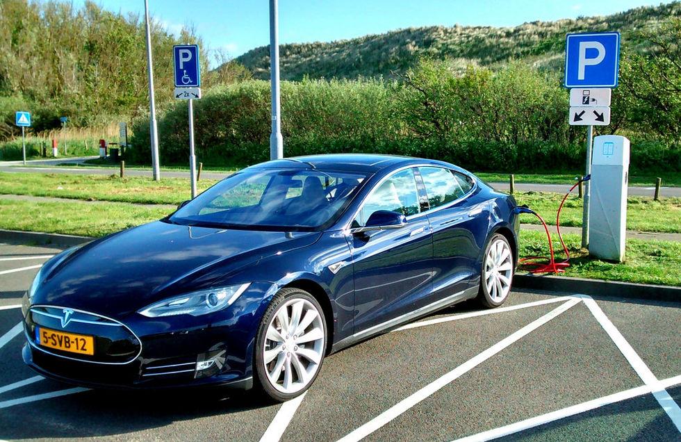 Tesla ryktas bygga fabrik i Kina