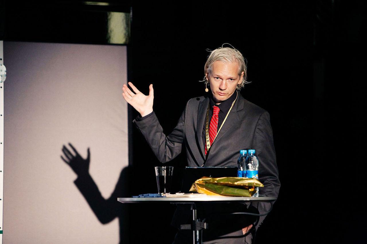 Assange fortfarande kvar pa ambassaden