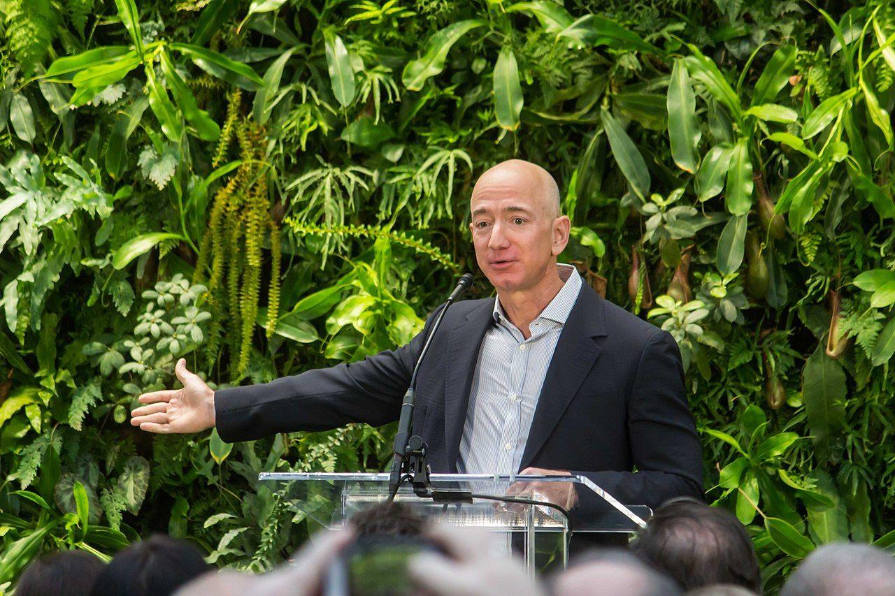 Jeff Bezos är nu värd över 150 miljarder dollar