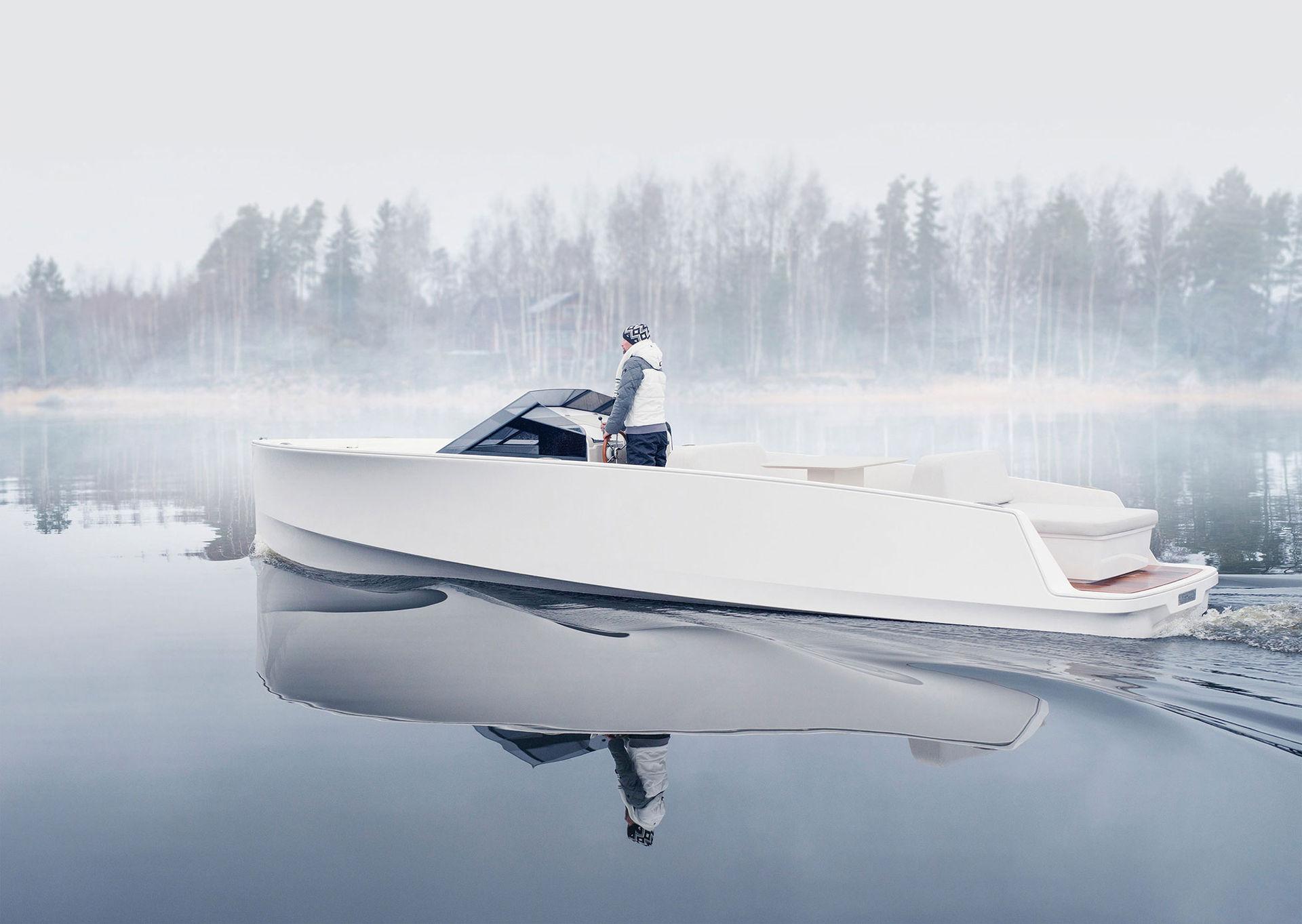 En otroligt snygg och eldriven motorbåt