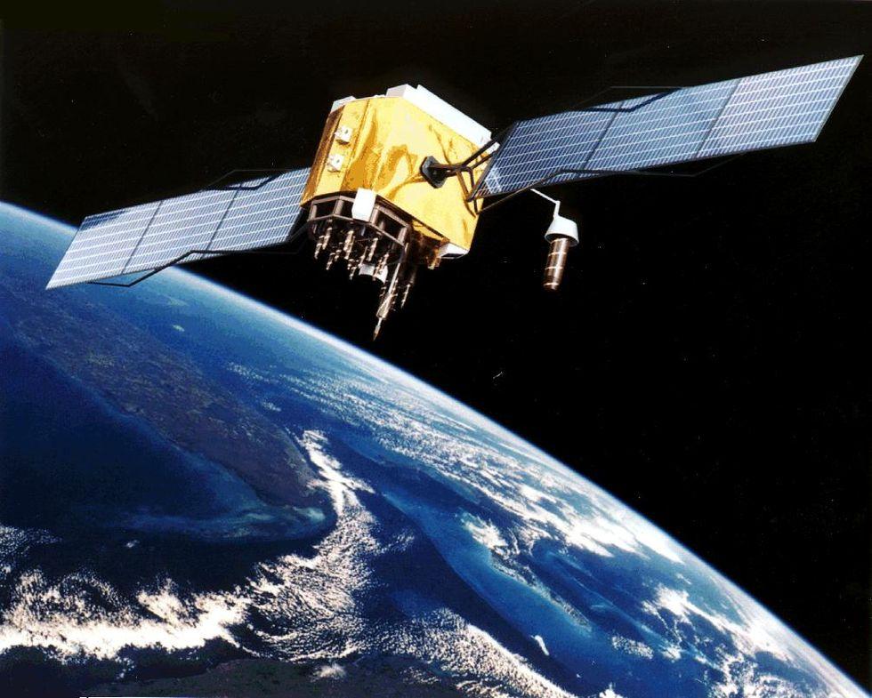 Facebook ska skicka upp en egen satellit nästa år