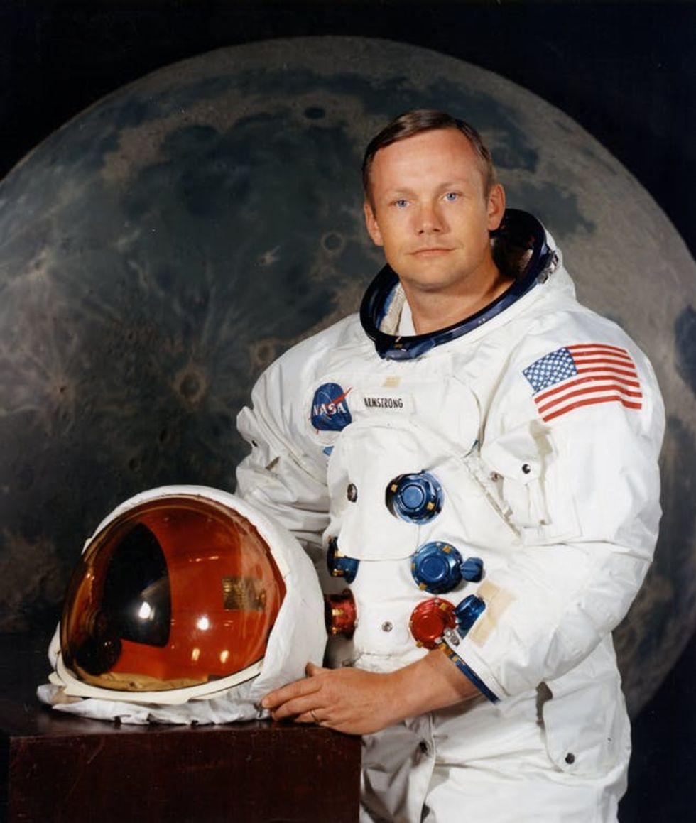 Neil Armstrongs familj säljer rymdgrejer på auktion