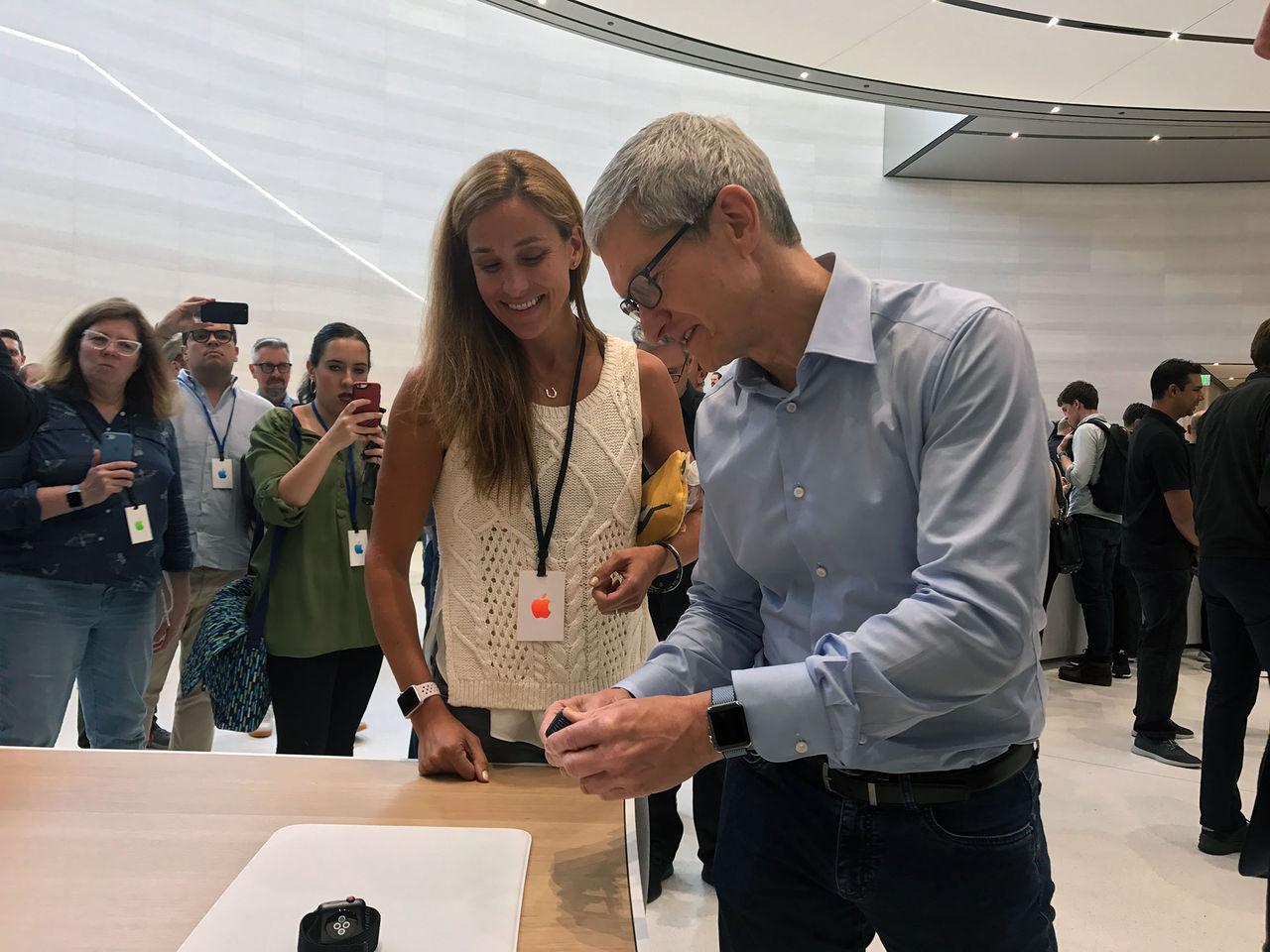 Tim Cook tackar Apples anställda