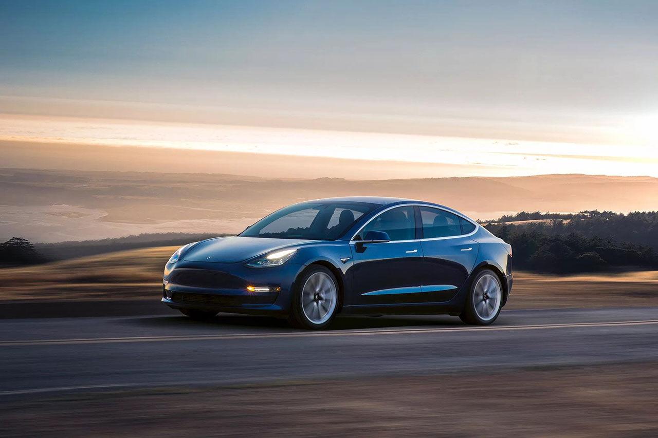 Volvo har tagit en Tesla Model 3 till Sverige