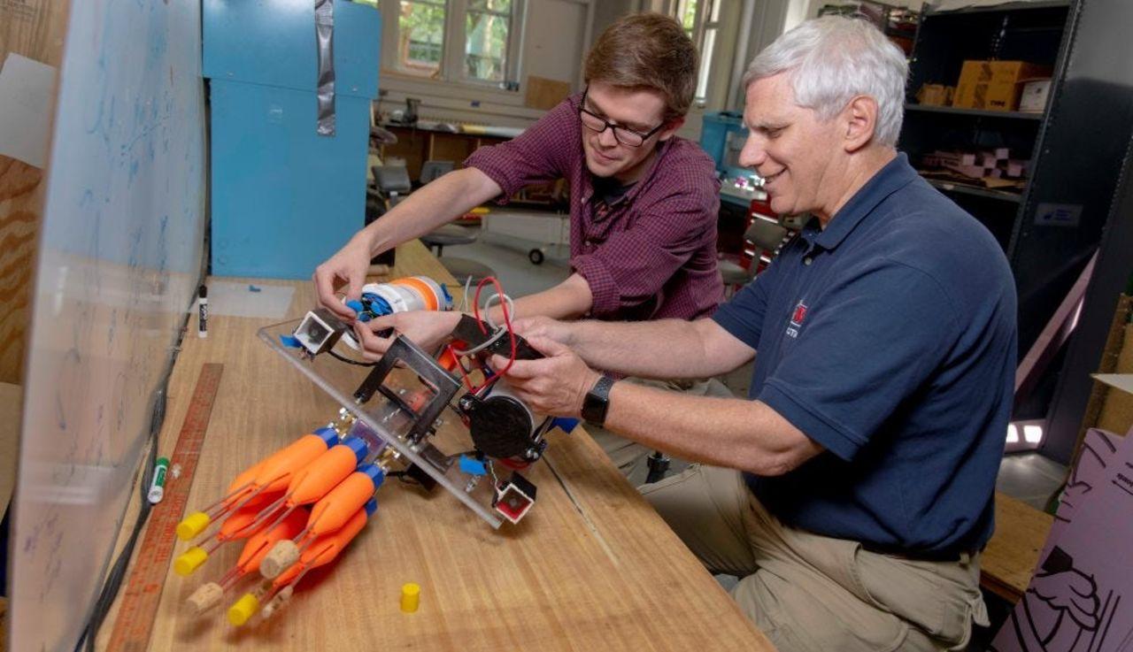 Forskare tar fram robot som ska jaga drakfiskar