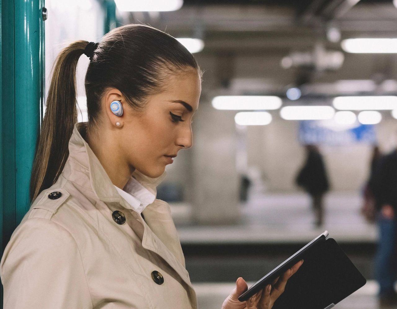Även JBL släpper helt trådlösa hörlurar