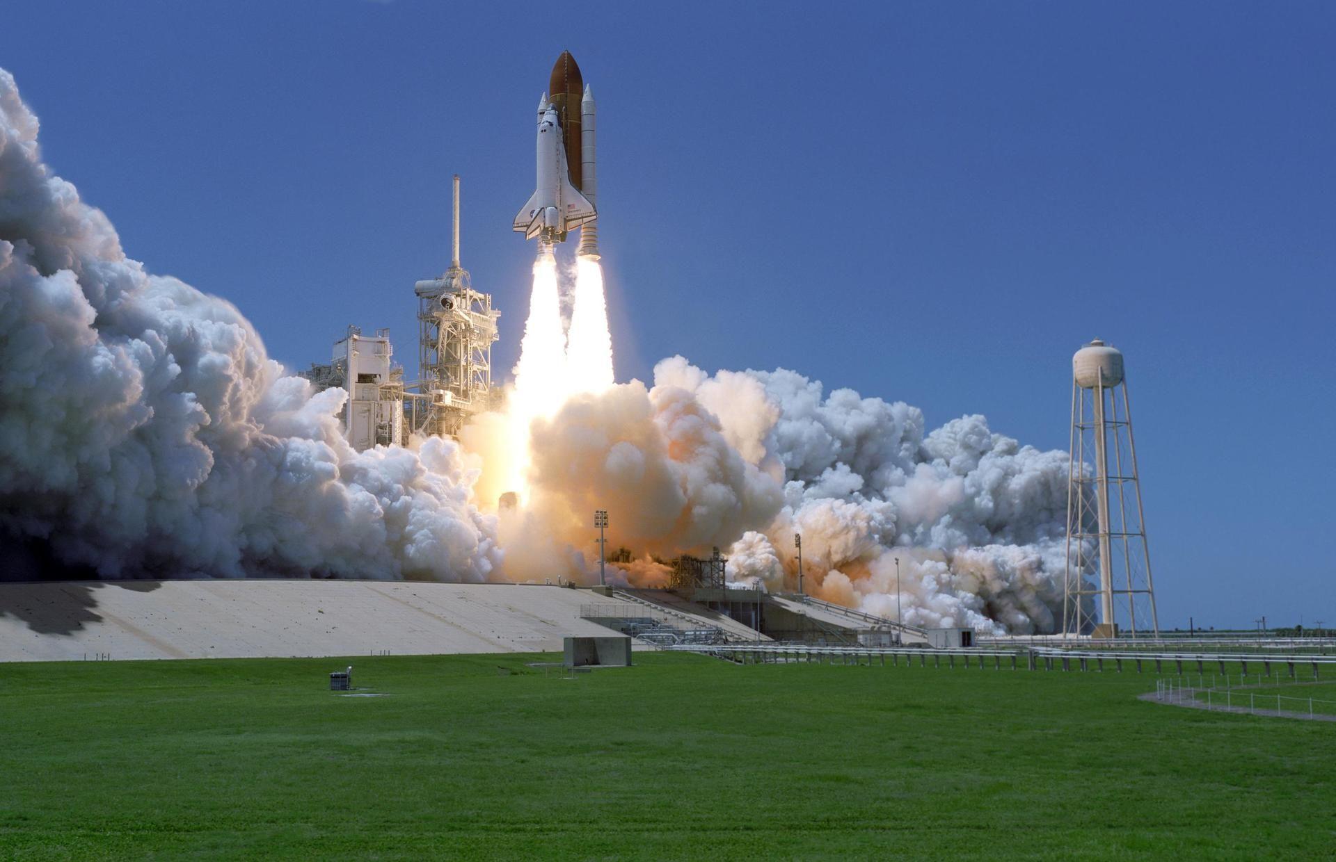 NASA funderar på sponsrade raketer
