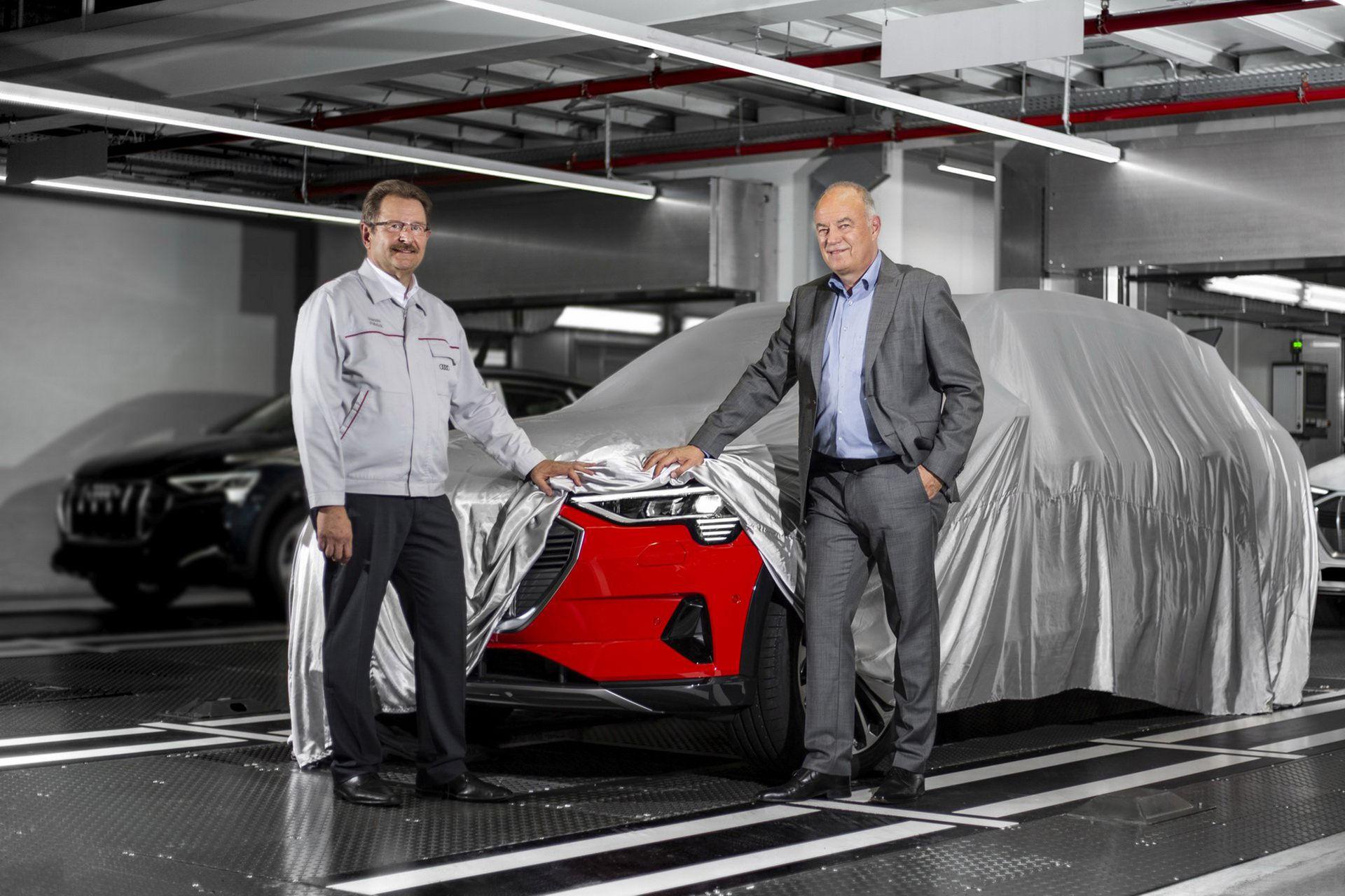 Audi drar igång produktionen av eldrivna suven e-tron