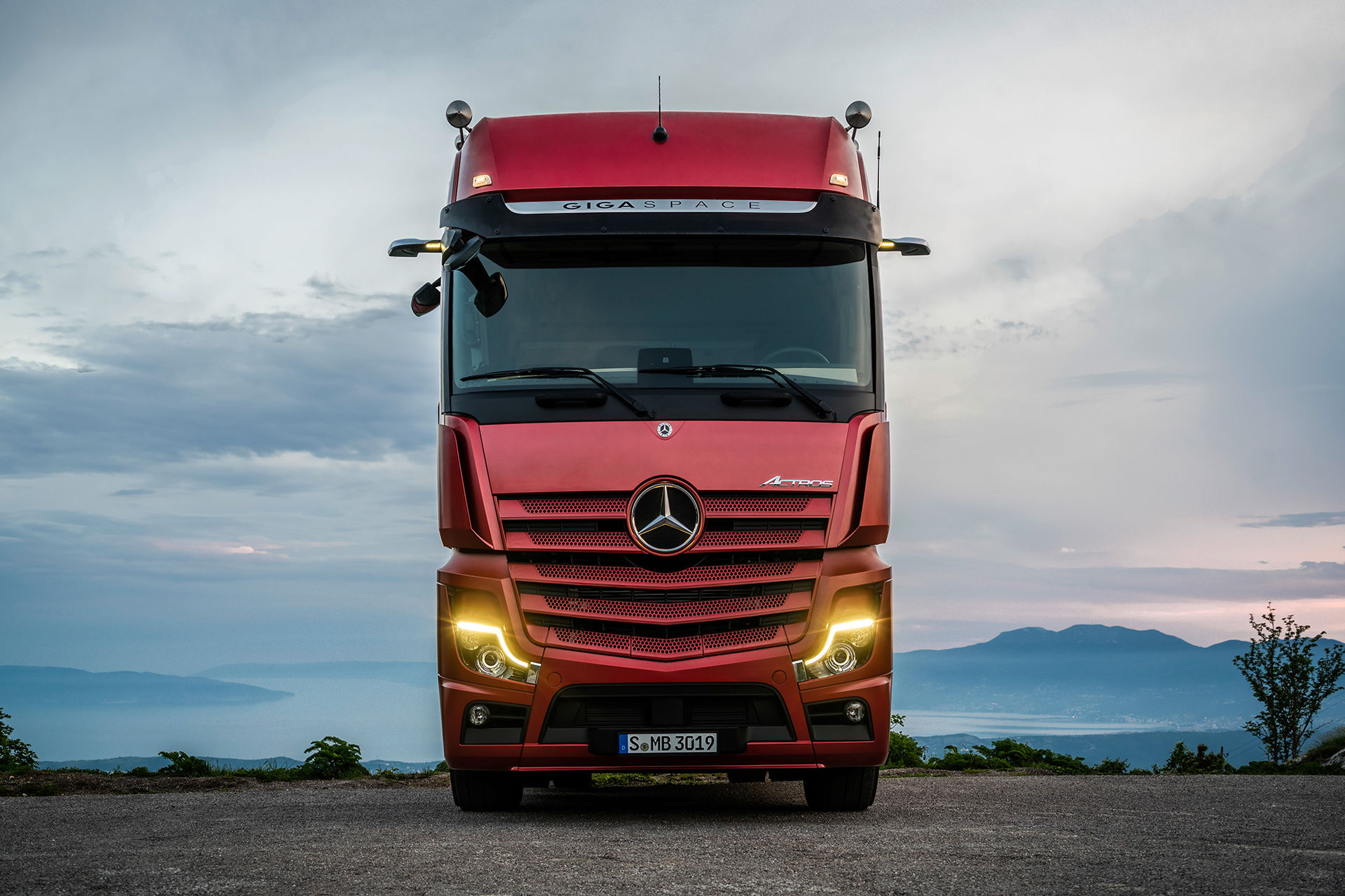 Nya Mercedes Actros skippar backspeglarna