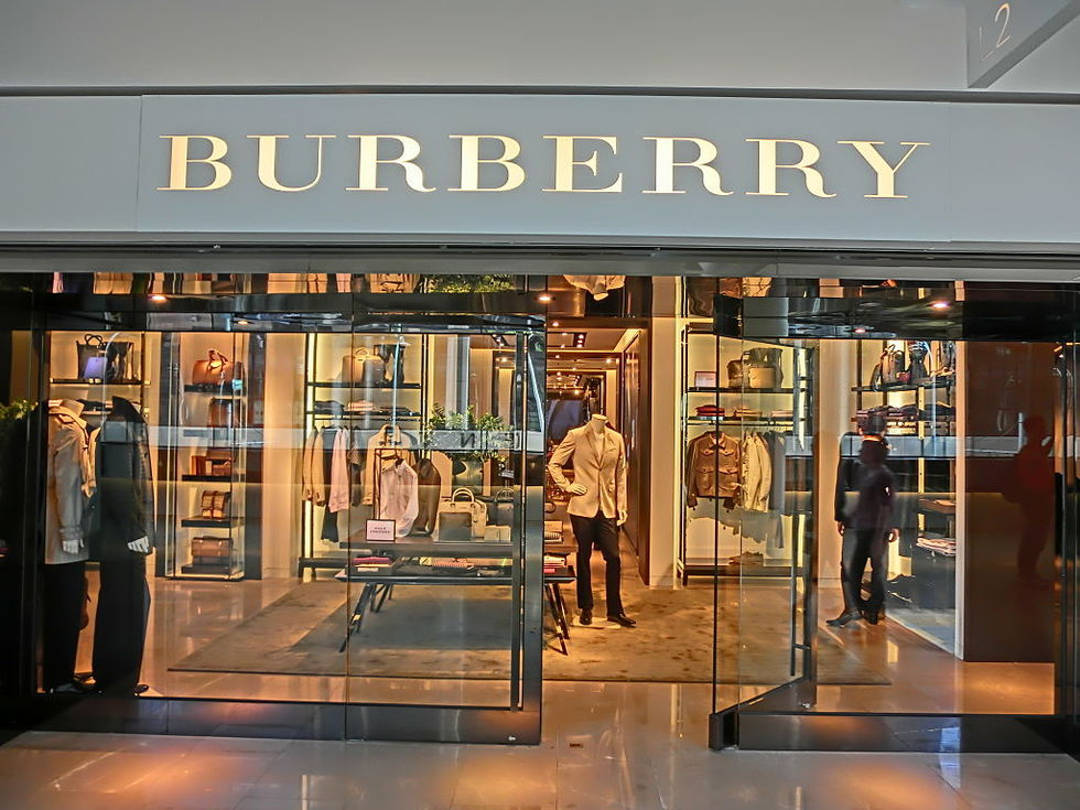 Burberry ska sluta elda upp sina kläder
