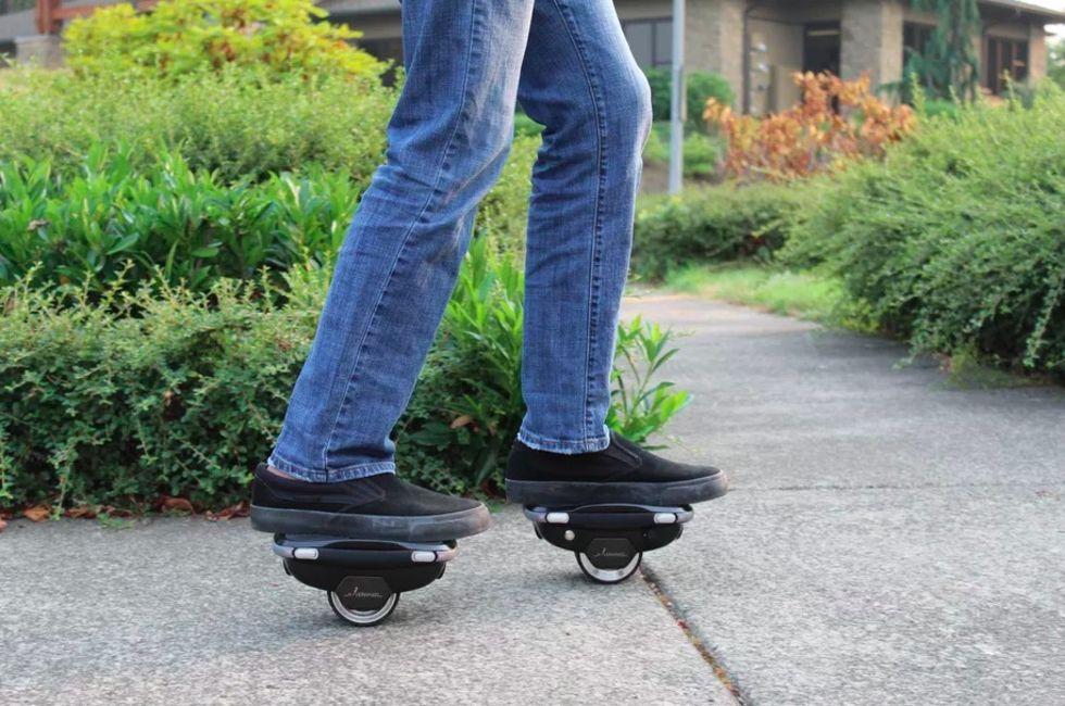 Hoverwheel är ett par eldrivna rullskridskor