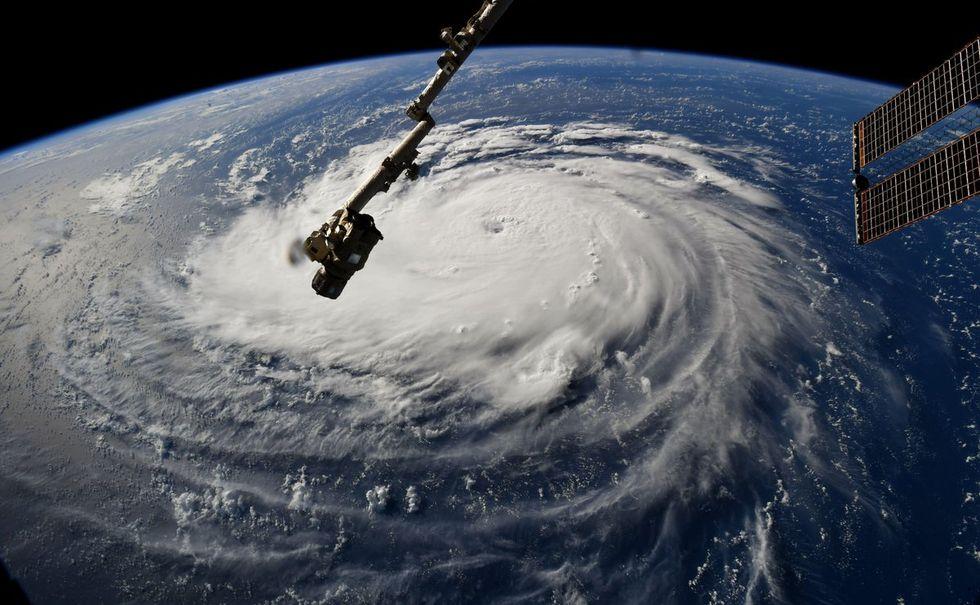 Kolla in den mäktiga orkanen Florence