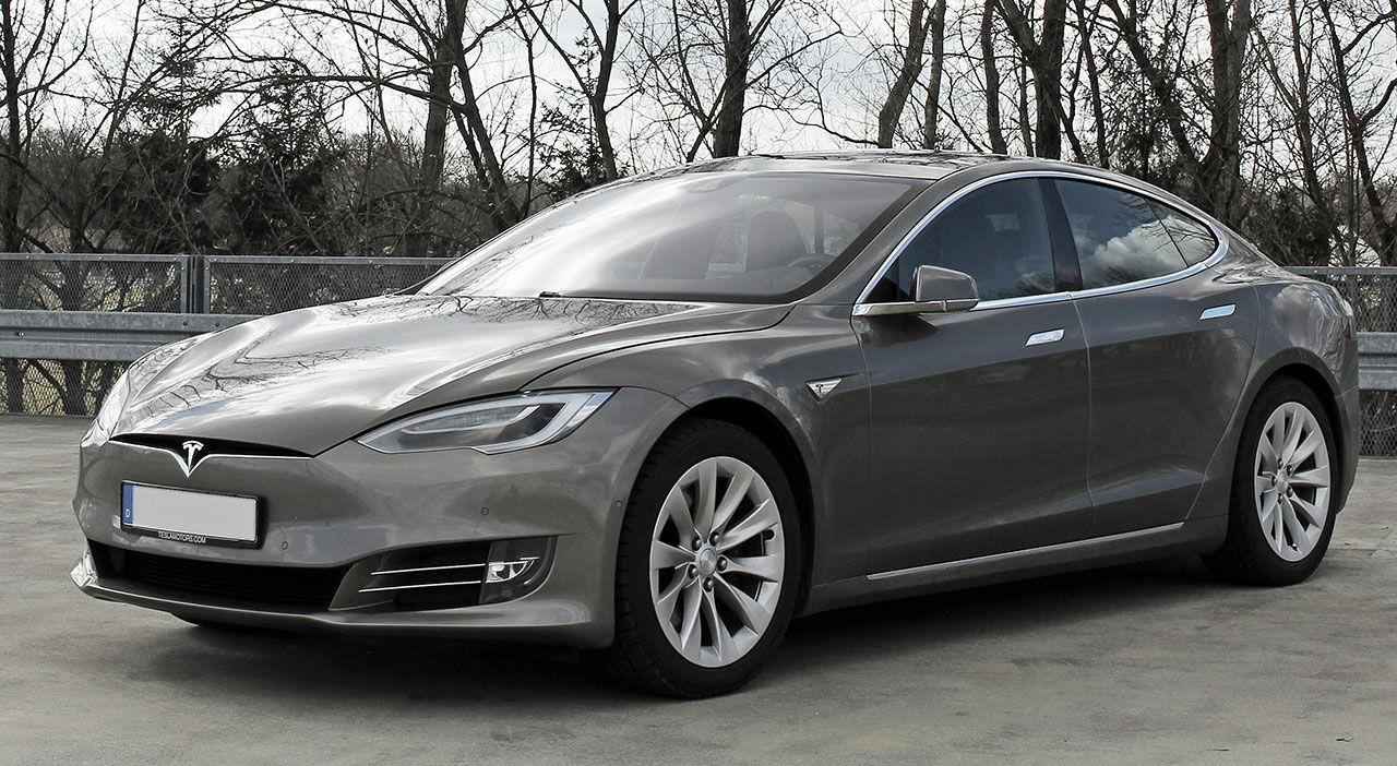 Tesla begränsar lackalternativen för att förenkla produktionen