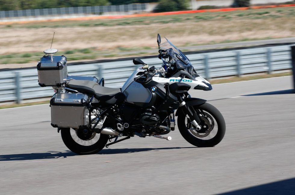 BMW har gjort en självkörande motorcykel