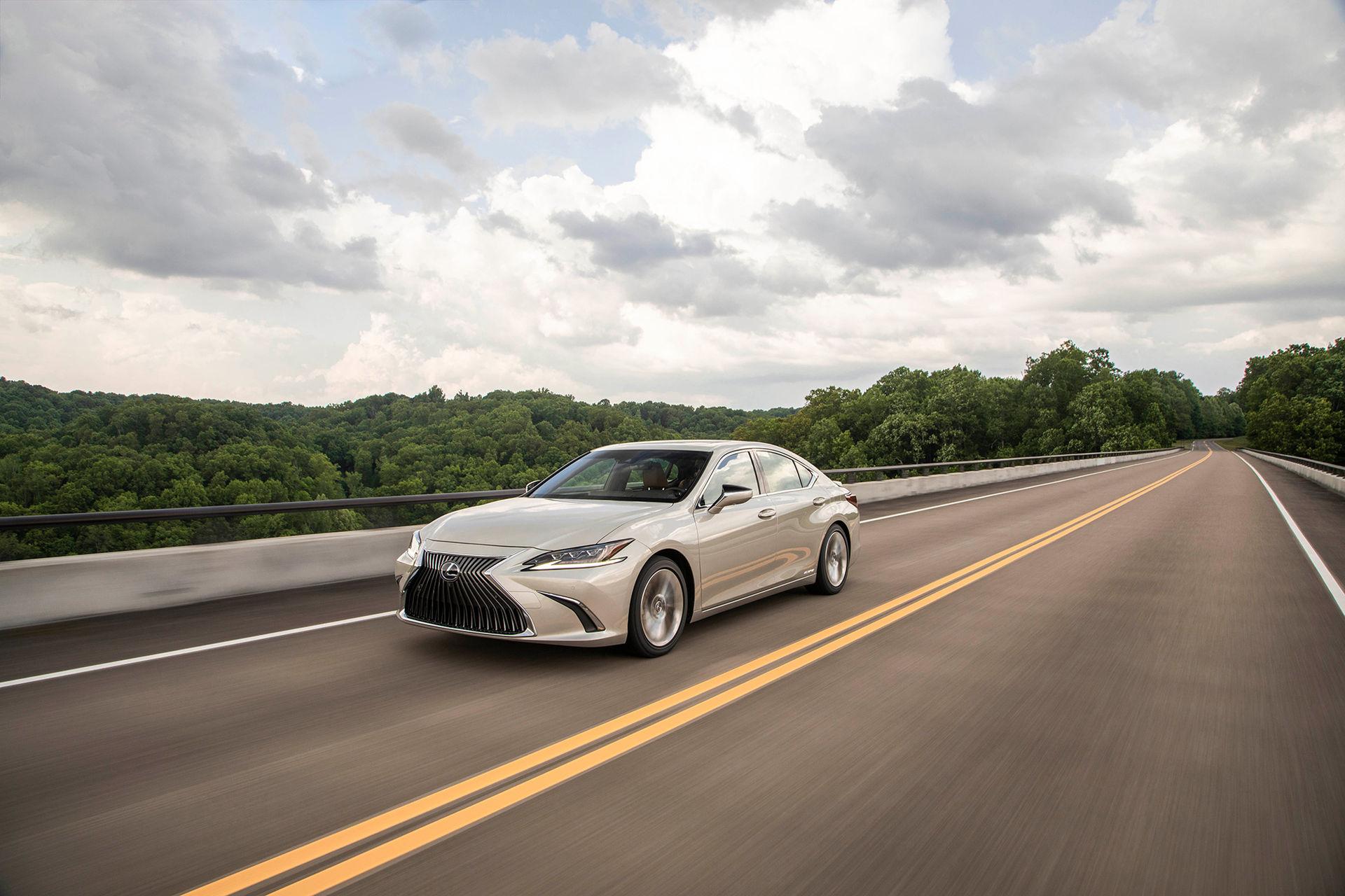 Nya Lexus ES blir din för 417.000 kronor