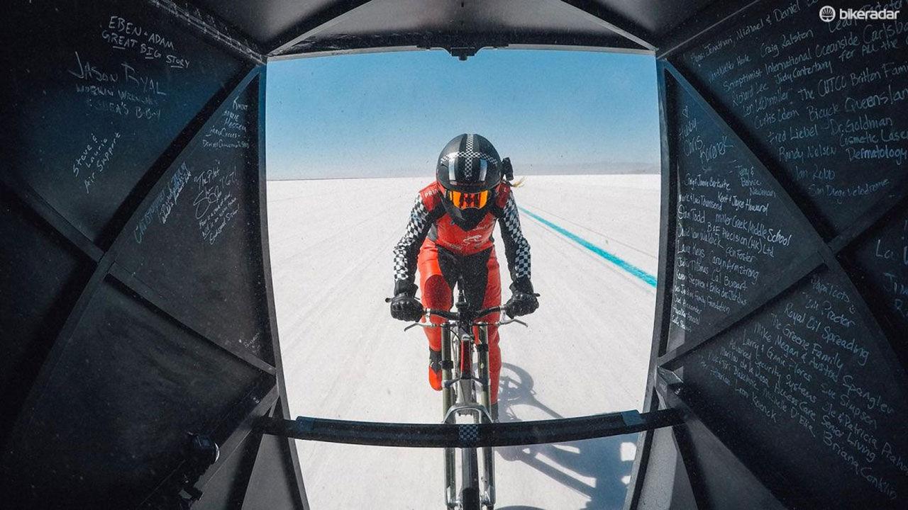 Två sjukt snabba cyklister