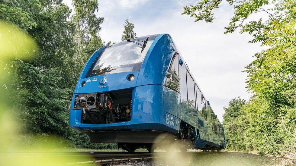 Första tåget som drivs på vätgas har börjat rulla i Tyskland