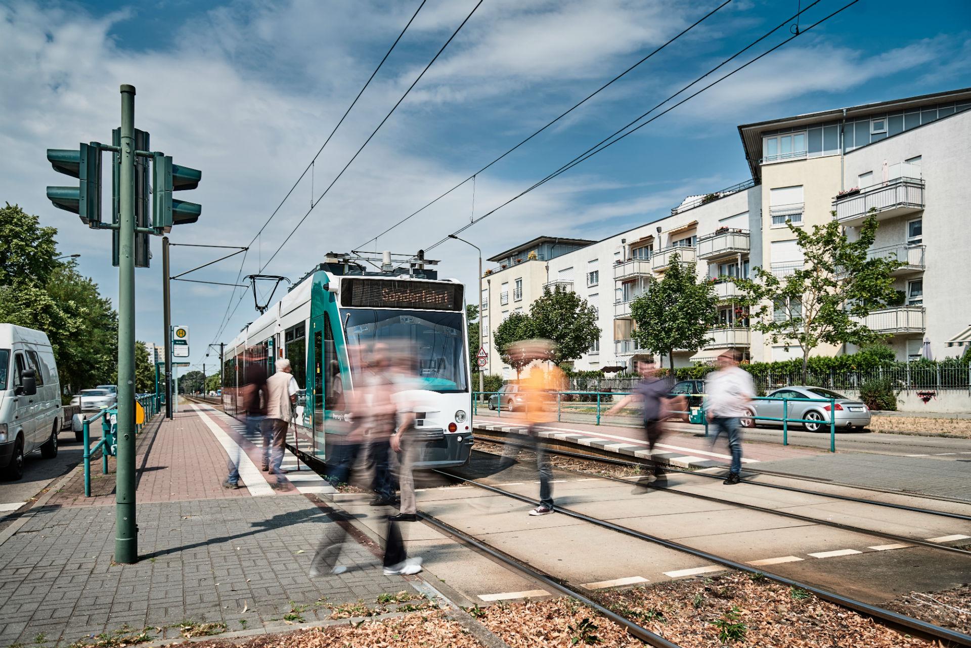Världens första självkörande spårvagn rullar nu i Tyskland