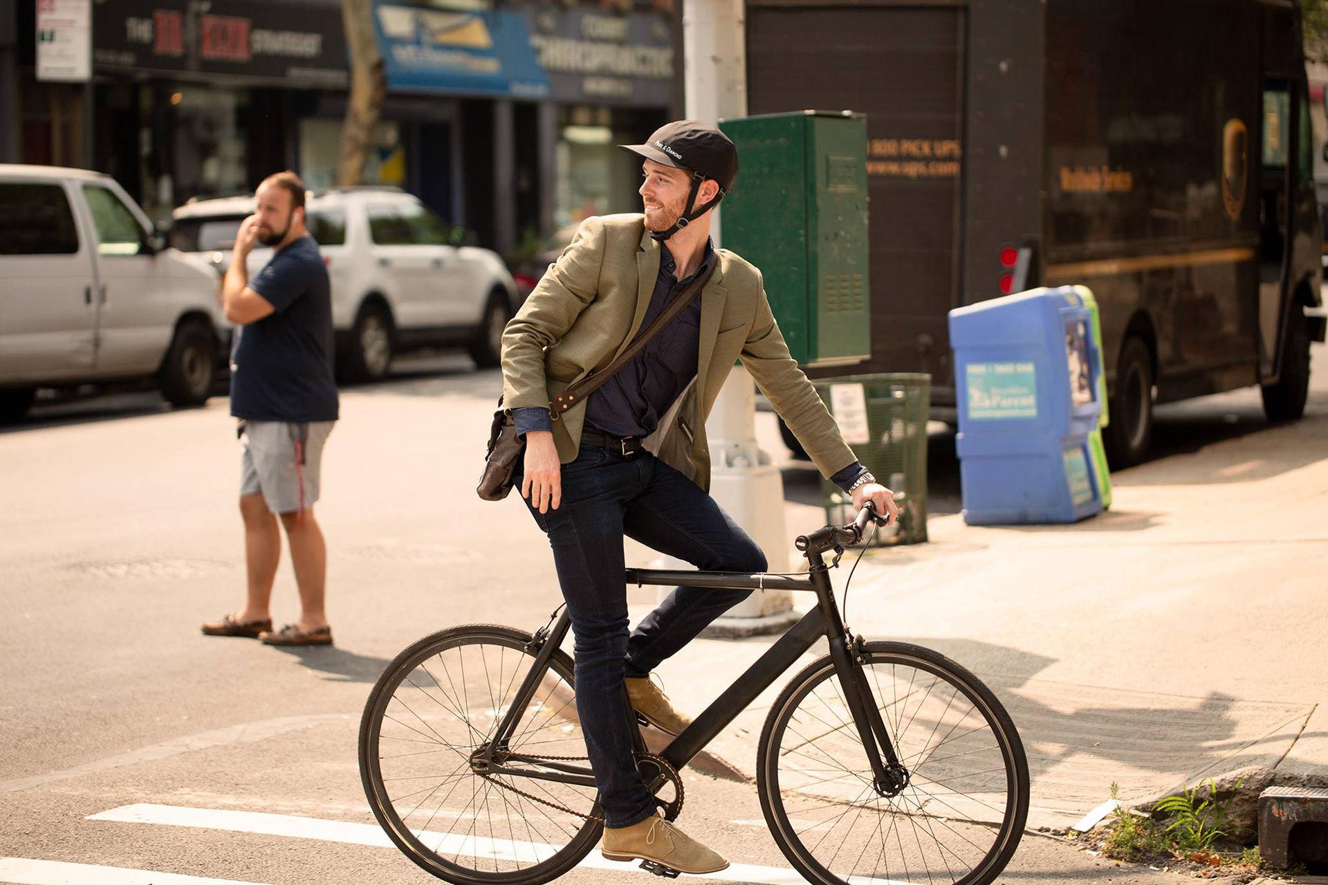 Cykelhjälmen som ser ut som en keps