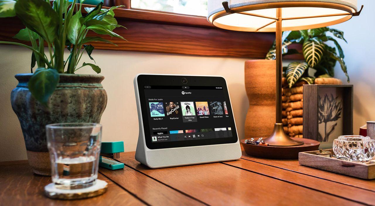 Amazon offentliggör Amazon Echo Show En Amazon Echo med pekskärm. 37.5°. +.  –. Frode Wikesjö. Googles smarta hemmet-hub läcker ut. Smart högtalare ... 284ca81da6391