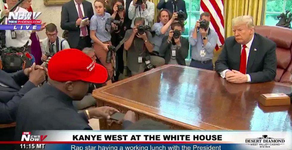 Kanye West kör med riktigt klurig kod på sin telefon