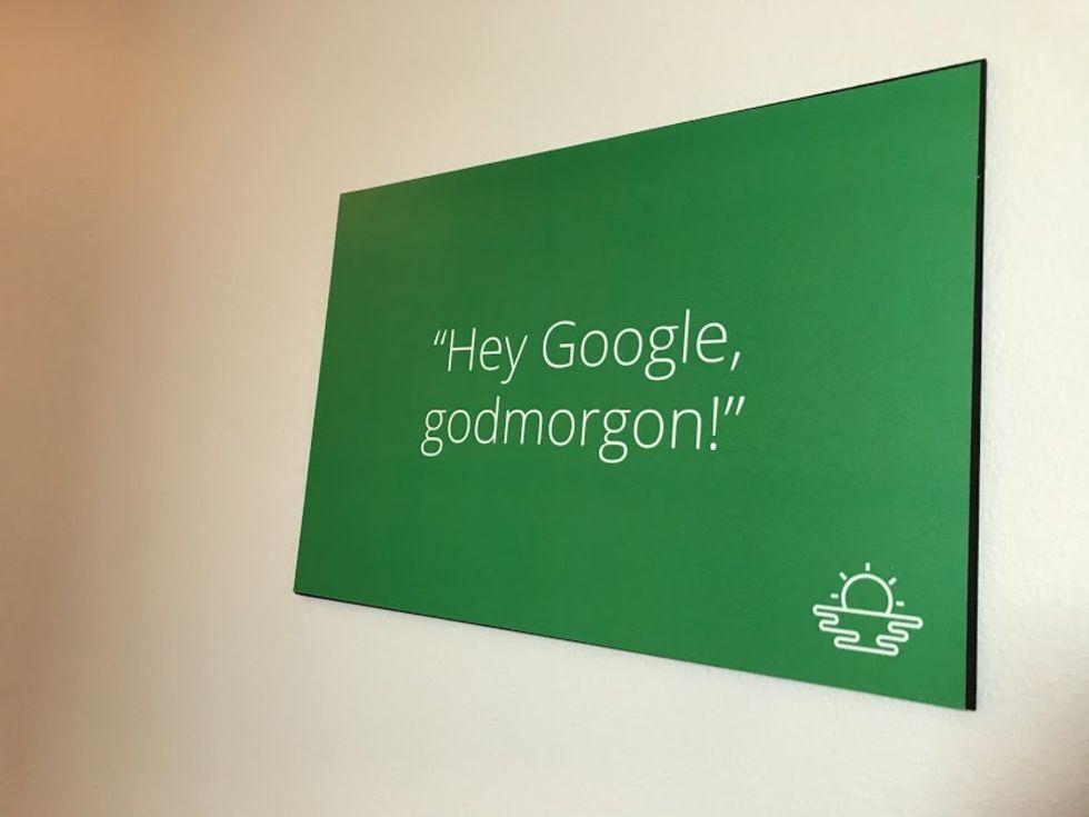 Nu släpps Google Home i Sverige · Snacka svenska med Googles smarta  högtalare dea9a37eabb80
