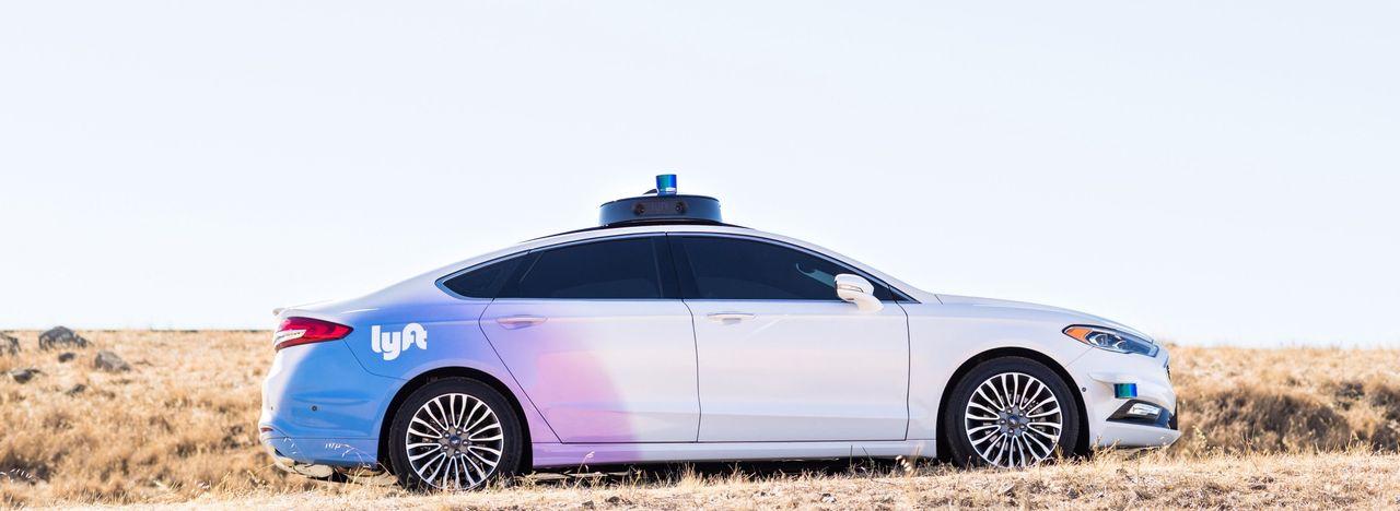 Taxi-tjänsten Lyft visar upp självkörande bil