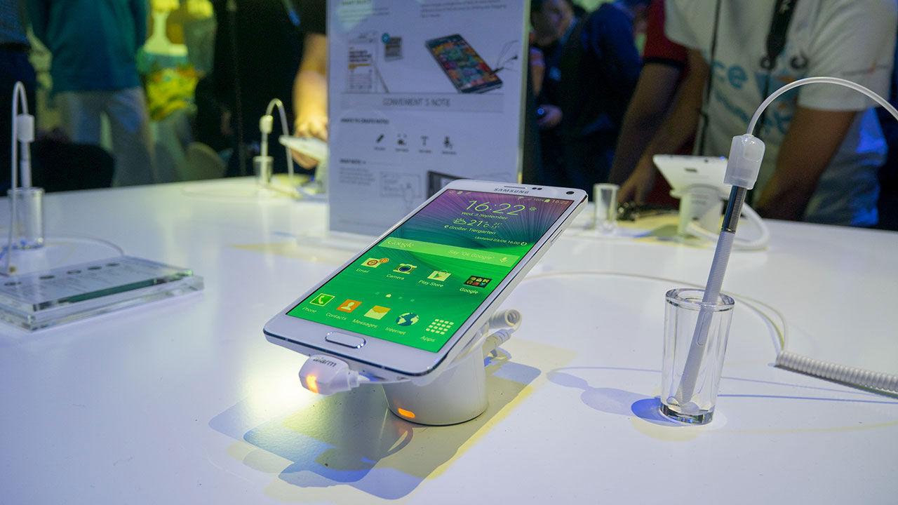 Apple och Samsung får böter i Italien